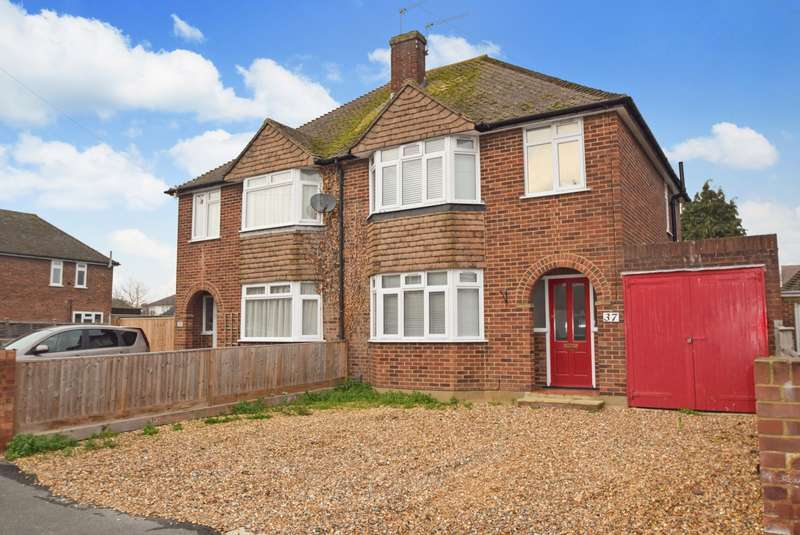 3 Bedrooms Semi Detached House for sale in Queens Road, Eton Wick, SL4