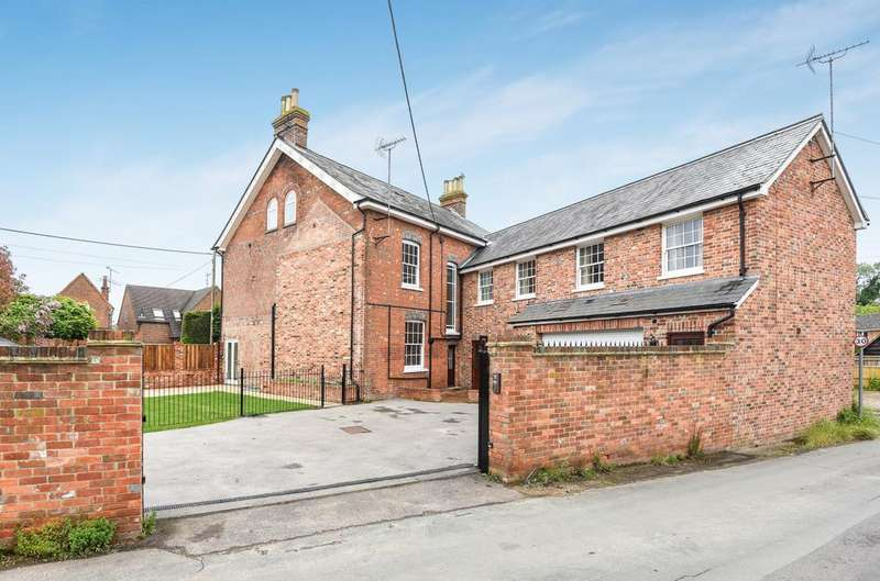 5 Bedrooms Detached House for sale in The Green, Beenham, Reading, West Berkshire, RG7
