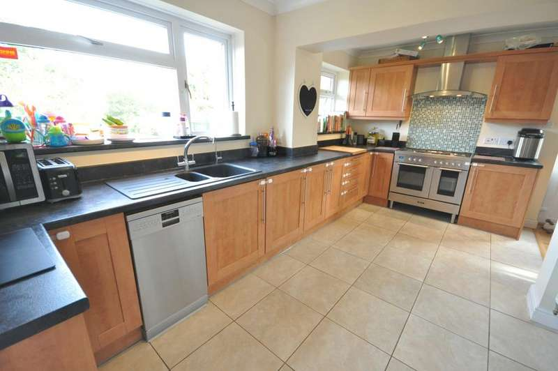 3 Bedrooms Semi Detached House for sale in Norton Road, Woodley, Reading, RG5 4AH