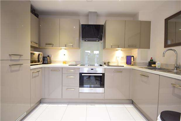 2 Bedrooms Flat for sale in The Square, Long Down Avenue, Stoke Gifford, Bristol, BS16 1GZ
