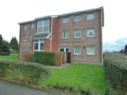 2 Bedrooms Flat for sale in West Vale, Little Neston, Little Neston, Cheshire, CH64