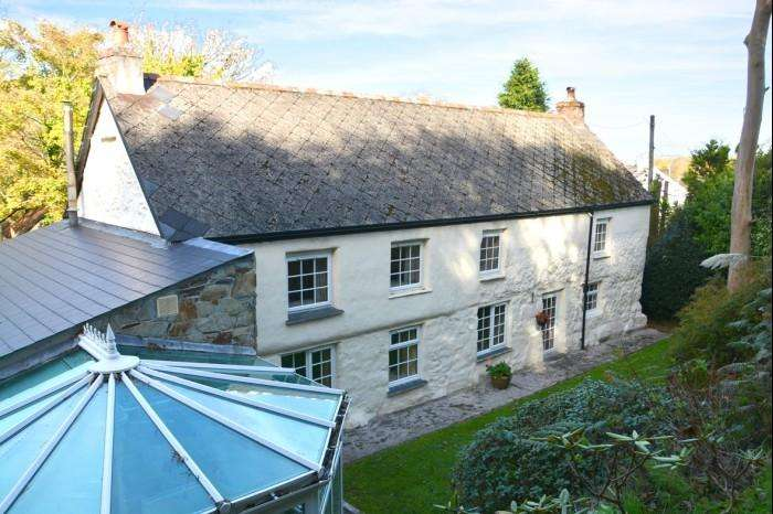3 Bedrooms Town House for sale in THE OLD FARM HOUSE, LADDENVEAN, ST KEVERNE, TR12