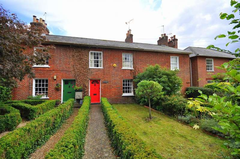 2 Bedrooms Terraced House for sale in Southampton Road, Ringwood, BH24 1JD