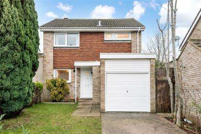 3 Bedrooms Detached House for sale in Stapleton Road, Orpington