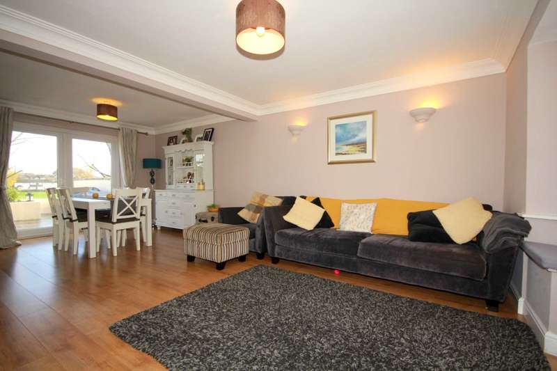 3 Bedrooms House for sale in SUPERBLY PRESENTED PROPERTY WITH OUTSTANDING VIEWS AND FLEXIBLE ACCOMODATION In HP1.