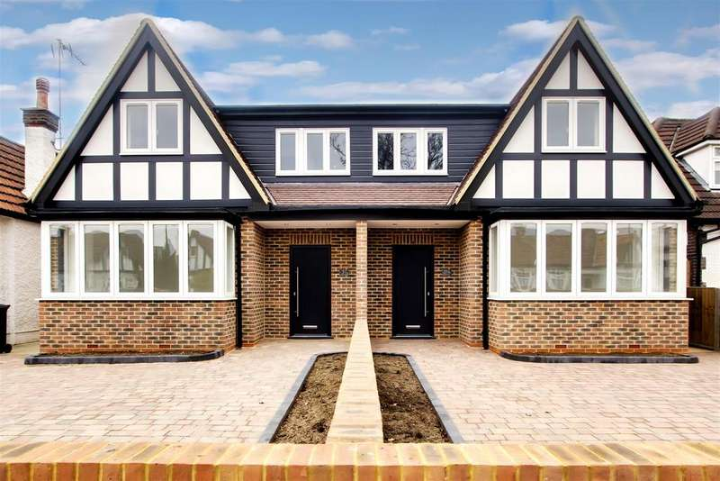 3 Bedrooms Semi Detached House for sale in Manorway, Enfield