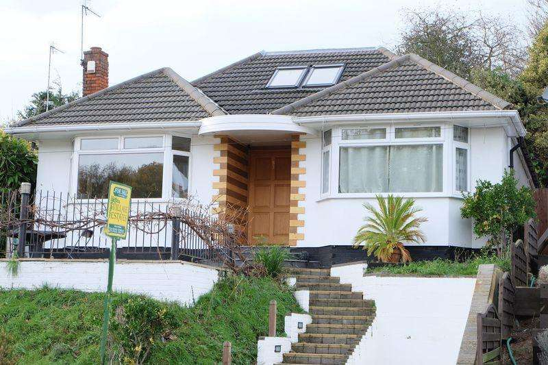 4 Bedrooms Detached Bungalow for sale in Midhurst Hill, Bexleyheath