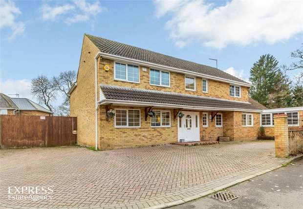5 Bedrooms Detached House for sale in Home Close, Great Oakley, Corby, Northamptonshire