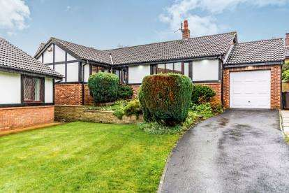 3 Bedrooms Bungalow for sale in Leigh Close, Tottington, Bury, Greater Manchester, BL8