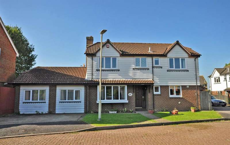 5 Bedrooms Detached House for sale in The Paddocks, Hailsham