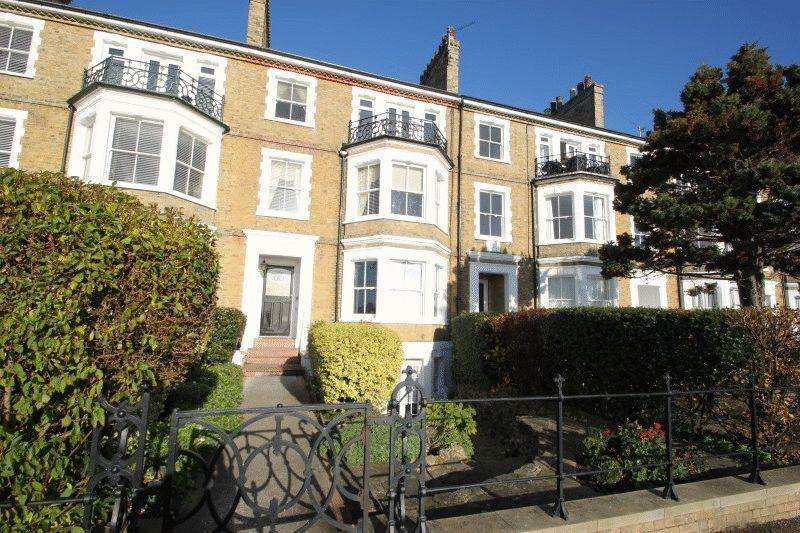 3 Bedrooms Flat for sale in Clifftown Parade, Southend-On-Sea