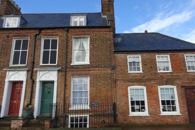 2 Bedrooms Terraced House for sale in North Brink, Wisbech, Cambs, PE13 1JX