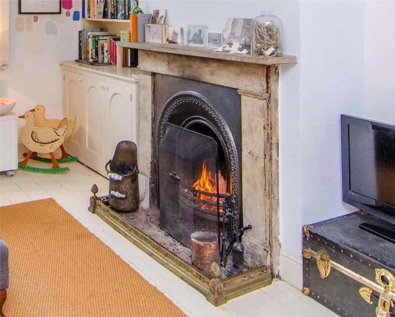 3 Bedrooms Terraced House for sale in Effra Parade, London, SW2