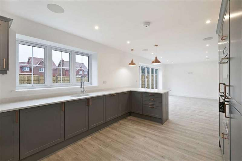 5 Bedrooms Detached House for sale in Plot 7 Berrywood Close, Rochester, Kent