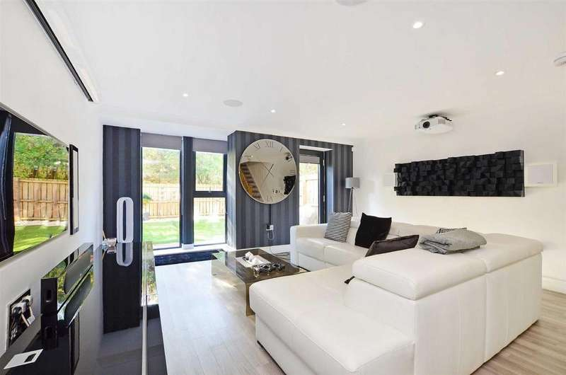 4 Bedrooms Town House for sale in Ballard Hall Chase, Ranmoor, Sheffield