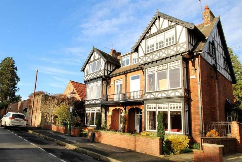 5 Bedrooms Semi Detached House for sale in Norfolk Street, Beverley, HU17