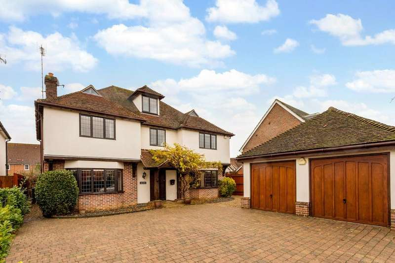 5 Bedrooms Detached House for sale in Queenborough Lane, Braintree, Essex, CM77