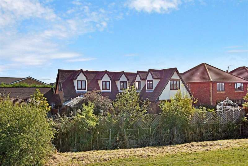 5 Bedrooms Chalet House for sale in Church Parade, Canvey Island