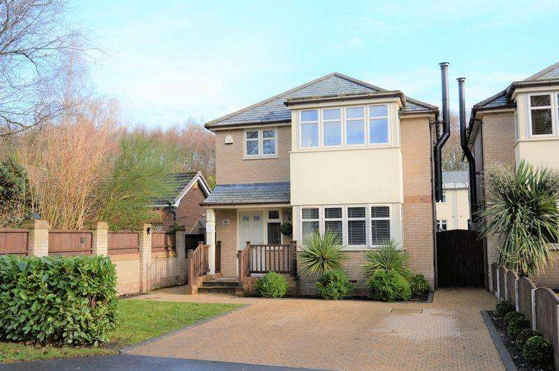 4 Bedrooms Detached House for sale in Green Lane, Leigh