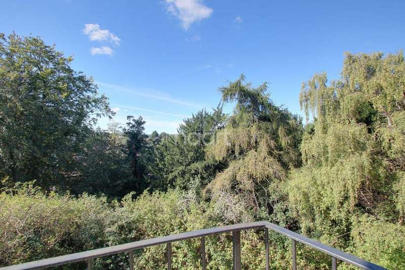 2 Bedrooms Flat for sale in The Larches