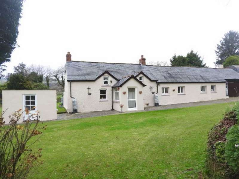 3 Bedrooms Property for sale in PENTREGALAR, Pembrokeshire