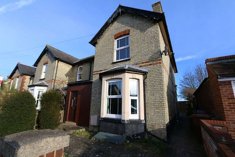 3 Bedrooms Semi Detached House for sale in Morton Street, Royston, Hertfordshire, SG8 7AZ