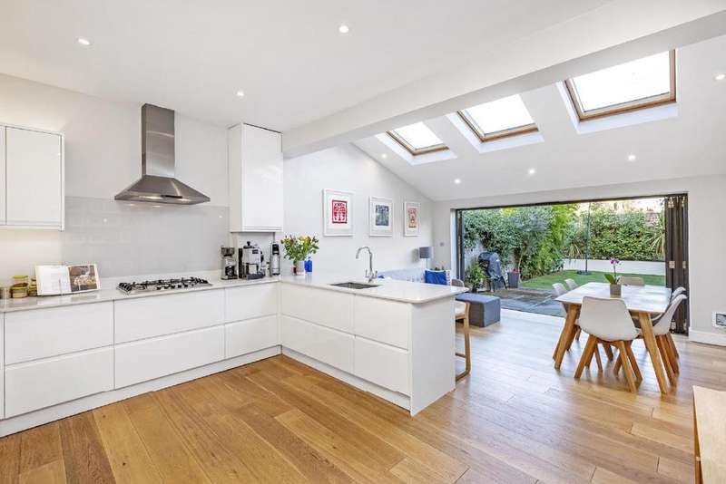 4 Bedrooms Terraced House for sale in Strathville Road, Earlsfield