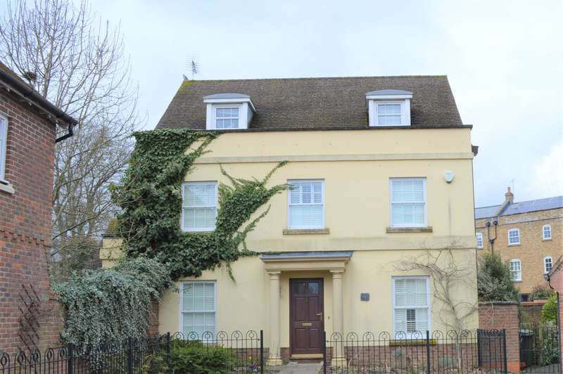 5 Bedrooms Detached House for sale in Otterbourne Walk, Sherfield Park