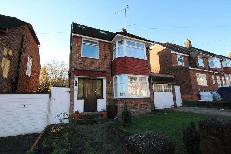 5 Bedrooms Detached House for sale in Meyrick Avenue.