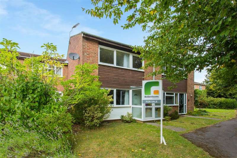 3 Bedrooms Terraced House for sale in Cypress Walk, Hazlemere