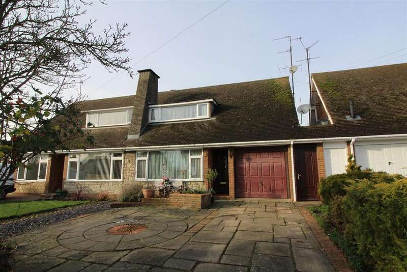 3 Bedrooms Semi Detached House for sale in Willow Grove, Old Stratford, Milton Keynes