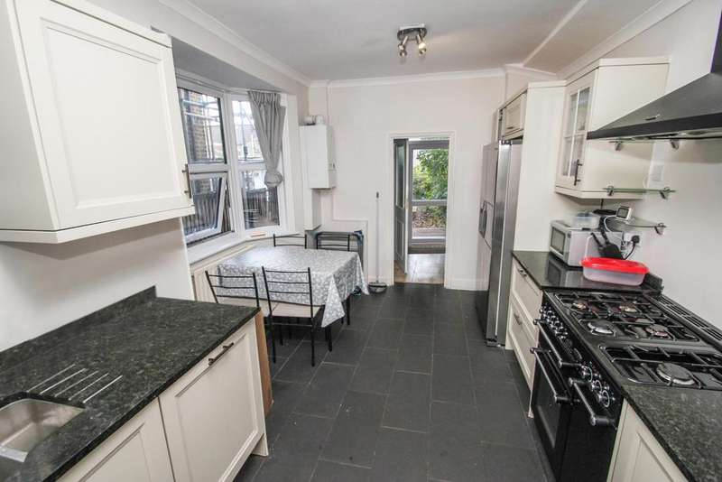 3 Bedrooms Terraced House for sale in Millais Road, Leytonstone, London, E11