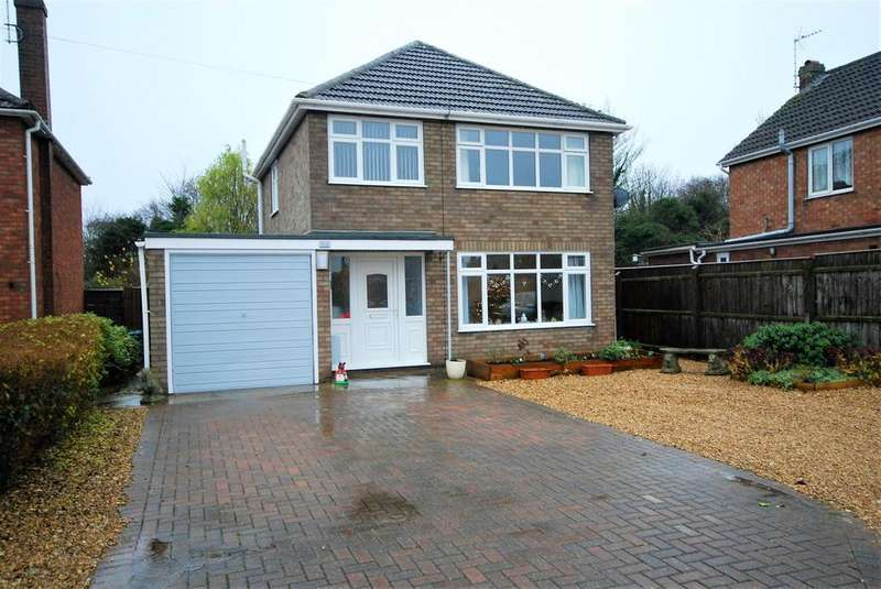 3 Bedrooms Detached House for sale in Sherwood Drive, Spalding