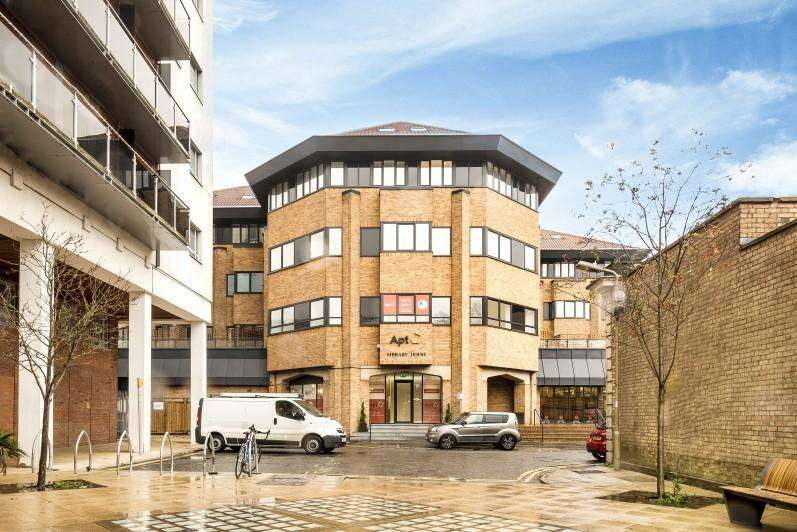 2 Bedrooms Block Of Apartments Flat for sale in New Road, Brentwood, Essex, CM14