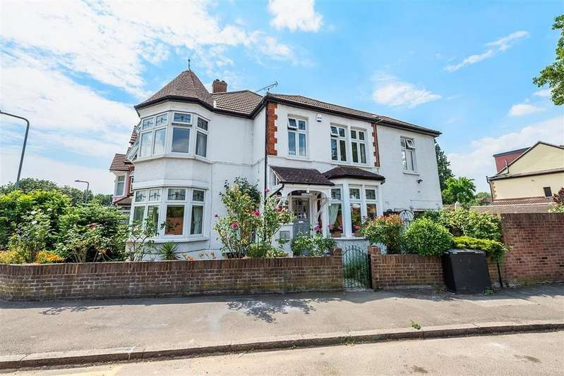 4 Bedrooms End Of Terrace House for sale in Richmond Way, Wanstead