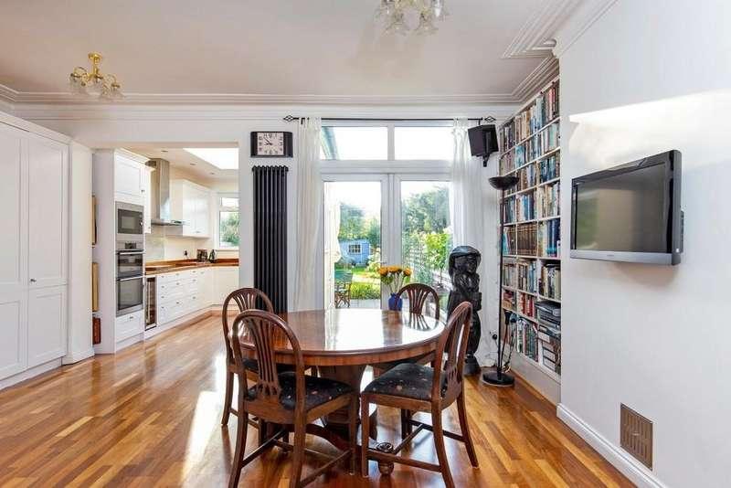 3 Bedrooms Terraced House for sale in Harpenden Road, Aldersbrook