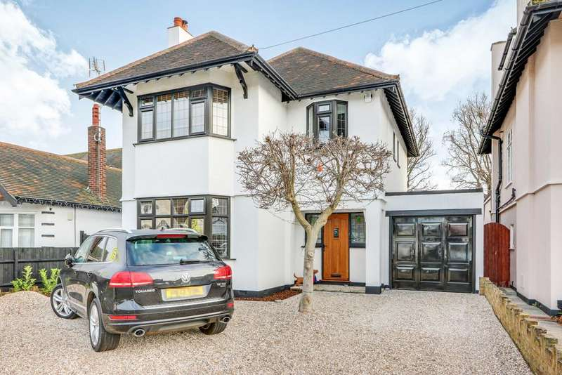 4 Bedrooms Detached House for sale in Winsford Gardens, Westcliff On Sea