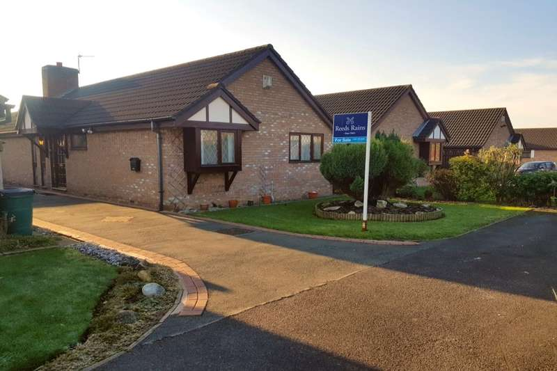 2 Bedrooms Detached Bungalow for sale in Tynedale Close, Reddish, Stockport, SK5