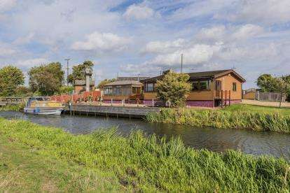 4 Bedrooms Bungalow for sale in Ely, Cambridgeshire