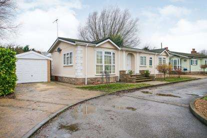 3 Bedrooms Mobile Home for sale in Cambridge Road, Streatham, Ely