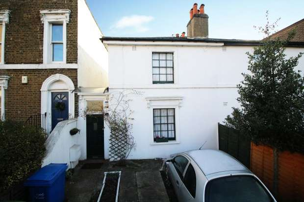 2 Bedrooms Semi Detached House for sale in Commercial Way, Peckham, Greater London, SE15 1QN