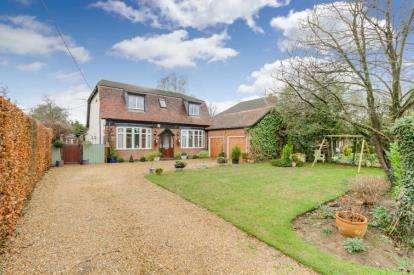 5 Bedrooms Detached House for sale in Parkway, Woburn Sands, Milton Keynes