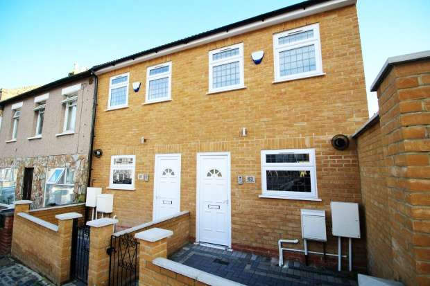 2 Bedrooms Terraced House for sale in Speranza Street, Plumstead, Greater London, SE18 1NX