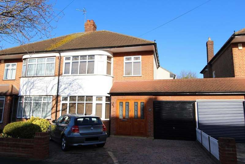 4 Bedrooms Detached House for sale in Tawny Avenue, Upminster, Essex, RM14