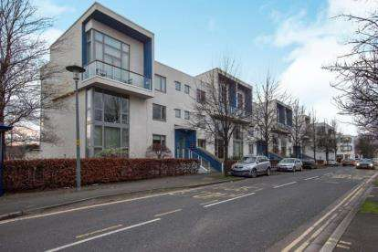 2 Bedrooms Flat for sale in Harbour Road, Portishead, Bristol