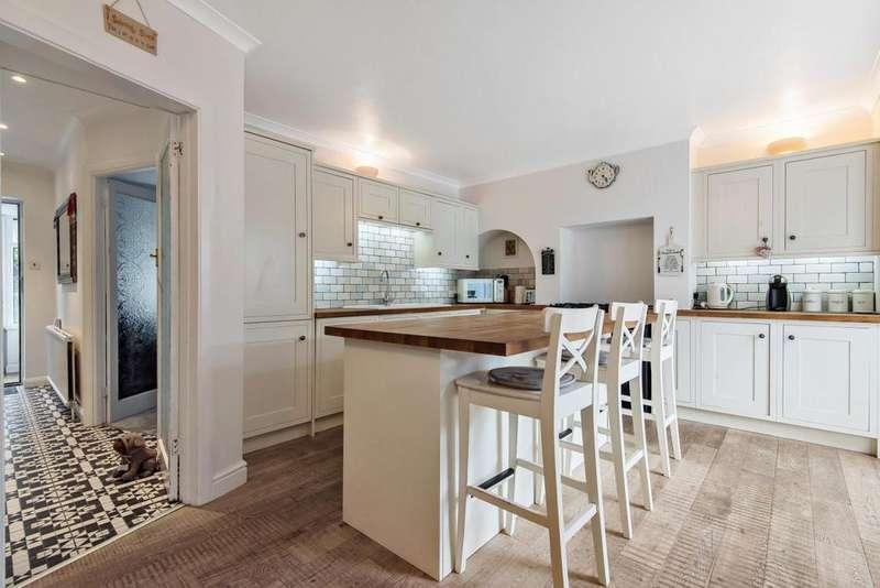 6 Bedrooms Semi Detached House for sale in Lower Morden Lane, Morden