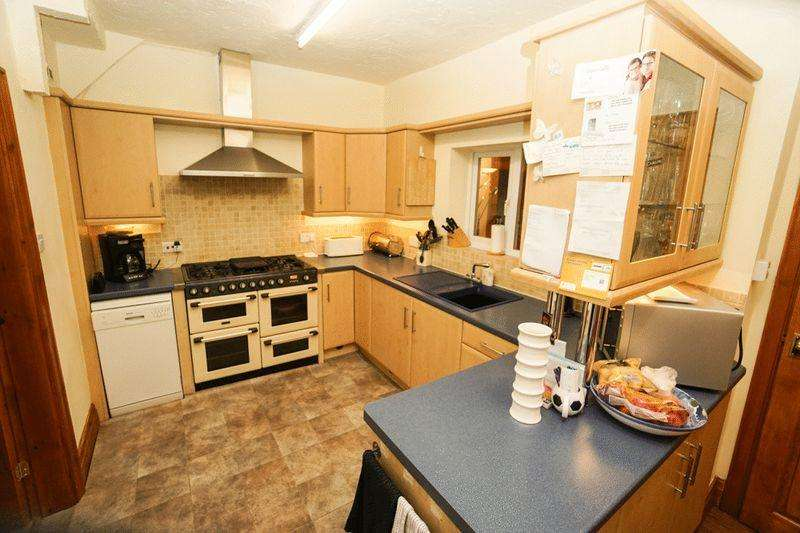 4 Bedrooms Semi Detached House for sale in Brentford Avenue, Smithills