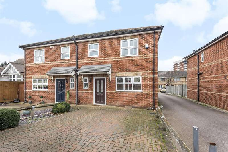 3 Bedrooms Semi Detached House for sale in Abbs Cross Lane, Hornchurch, RM12 4NA