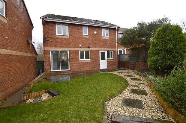 4 Bedrooms Detached House for sale in Arrowsmith Drive, Stonehouse, Gloucestershire, GL10 2QS