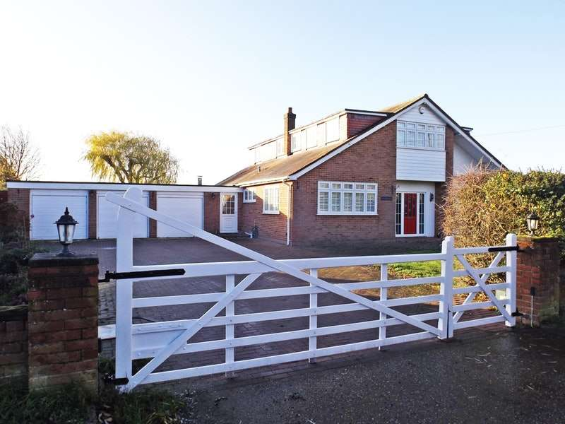 3 Bedrooms Detached House for sale in Peartree Lane, Bulphan, Upminster, Essex, RM14